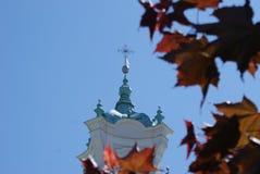 Flèche d'église en automne Photos libres de droits