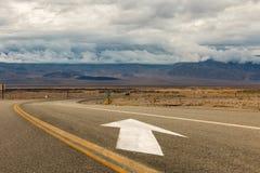 Flèche de direction de route Image libre de droits