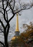 Flèche dorée de l'Amirauté photos stock