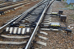 Flèche ferroviaire sur le chemin de fer Images stock