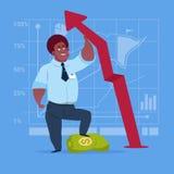 Flèche rouge de prise d'homme d'affaires d'afro-américain vers le haut de concept financier de succès Photo libre de droits