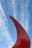 Flèche rouge entrant vers le haut dans le ciel Photographie stock