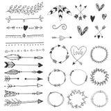 Flèches, coeurs, ornement - éléments tirés par la main de décor de mariage dans le style de boho Collection de vecteur Photo stock