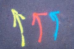 Flèches colorées sur une rue Image libre de droits