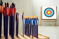 Flèches de tir à l'arc avec des cibles Photo stock