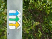 Flèches de touristes jaunes, vertes et bleues image stock