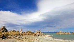 Flèches de tuf sur le rivage du lac mono, Etats-Unis Image libre de droits