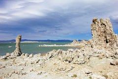 Flèches de tuf sur le rivage du lac mono, Etats-Unis Photographie stock
