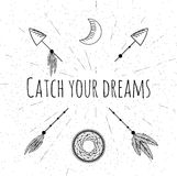 Flèches, dreamcatcher, lune et plumes tirés par la main Photographie stock