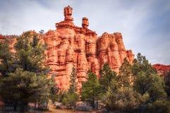 Flèches et formations de roche au canyon rouge, Dixie National Forest, Utah Photo libre de droits