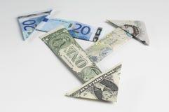 Flèches faites de billets de banque pliés Image stock