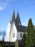 Flèches jumelles sur l'église de Broager Image stock