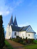 Flèches jumelles sur l'église de Broager Image libre de droits