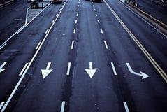 Flèches sur la route Image stock