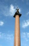 Fléau d'Alexandre sur le grand dos St Petersburg de palais Photos libres de droits