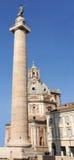 Fléau et église à Rome, Italie photos libres de droits