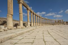 Fléaux de la plaza ovale dans Jerash, Jordanie Photos libres de droits