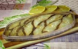 Flétan fumé en boîte par poissons. Photo stock