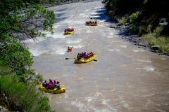 Flößen des Flusses stockbilder