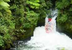 Flößen des weißen Wassers Lizenzfreie Stockfotografie
