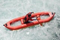Flößen, fahrend, Extrem, Sport, Wasser, Spaß Kayak Lizenzfreies Stockfoto