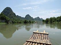 Flößen Sie auf Yu langem Fluss von YangShuo Guilin Stockbilder