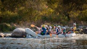 Flößen in Ukraine Spaß, riskante, mutige Aktion Stockbilder