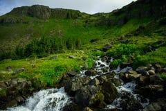 flöda över flodrocks Royaltyfri Bild