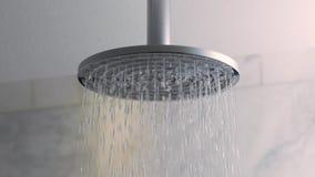 Flöda för duschvatten arkivfilmer