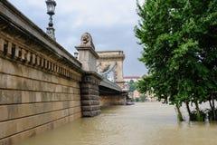 Flödad över Donau på Budapest arkivfoton