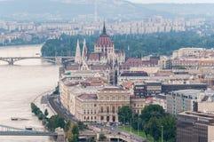 Flödad över Donau på den Budapest parlamentet arkivfoton