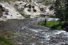 flödande flod Royaltyfri Bild