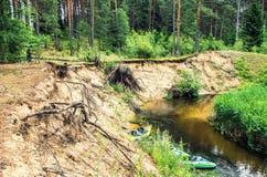 flödande flod arkivfoton