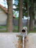flödande kopplingsvatten Arkivfoton