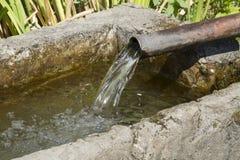 Flödande mineralvatten Arkivfoton