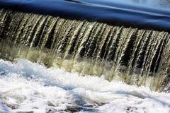 Flödande naturligt vatten royaltyfri fotografi