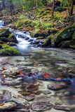 flödande vatten Arkivbild