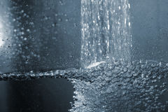 flödande vatten Fotografering för Bildbyråer