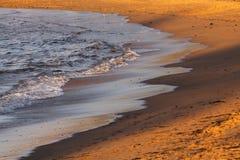 Flödande vatten på soluppgång Arkivfoton