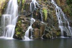 flödande vattenfall royaltyfri bild