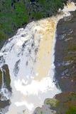 Flöde av mjölkaktigt vitt vatten - enorm vattenfall i tjocka skog- och svartstenar - illustration vektor illustrationer