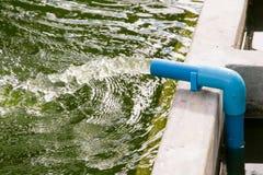 Flöde för förlorat vatten från vattenröret Royaltyfria Bilder