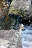 Flödesdetalj för blått vatten Arkivfoto