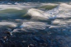 Flödesvattenflod Arkivbild