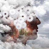 Flödet av tankar, den mänskliga hjärnan royaltyfri foto