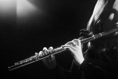 Flöjtist som spelar flöjten fotografering för bildbyråer