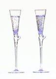 Flöjtlika exponeringsglas som fylls med den bubbliga drycken Arkivfoton
