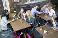 flörta för cafe royaltyfria bilder