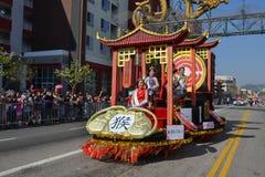 Flöte under den 117. guld- Dragon Parade Arkivfoto