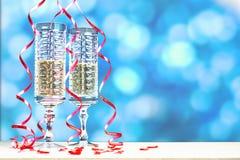 Flöten des Champagners in der Feiertagseinstellung Stockfoto